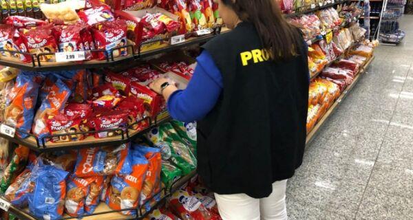 Procon realiza operação em supermercados do Jardim Esperança e São Cristóvão