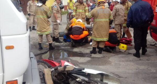 Acidente na estrada que liga Cabo Frio a Arraial deixa motociclista ferido