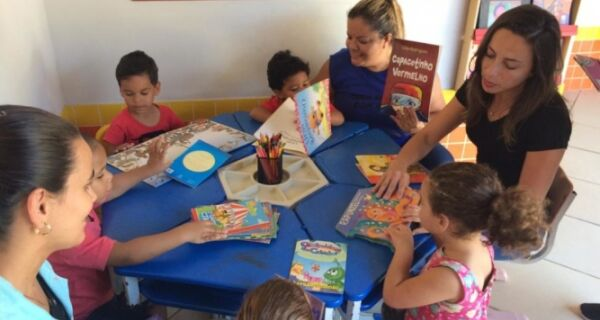 Livros doados no Festival de Jazz são entregues às escolas em Rio das Ostras 