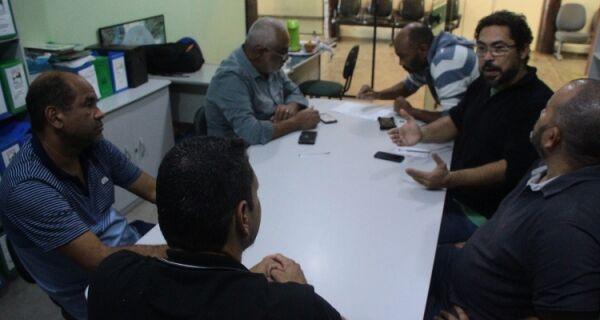 Integrantes do Projeto Arvorecer se reúnem no horto escola para debater arborização do município