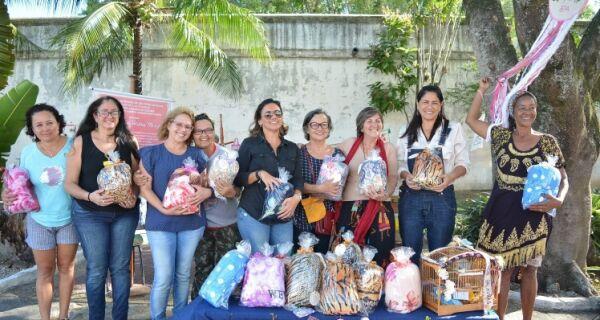 Projeto Bordado Solidário entrega cobertores para a Assistência Social