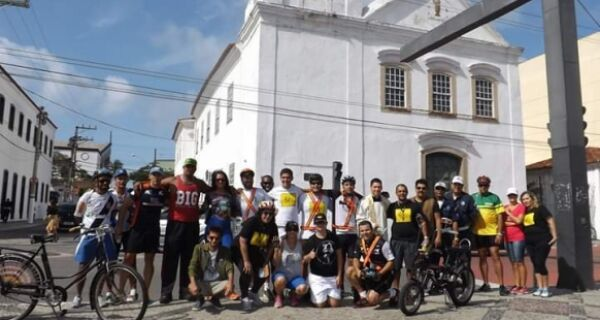 Bike Night realiza passeio ciclístico em comemoração ao Dia de Nossa Senhora da Assunção