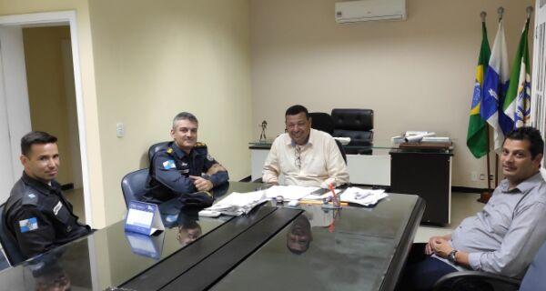 Prefeito de Búzios recebe novos comandantes da Polícia Militar