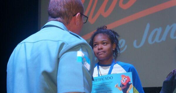 Búzios é o pioneiro em ofertar PROERD para o 7° ano na Escola Regina da Silveira