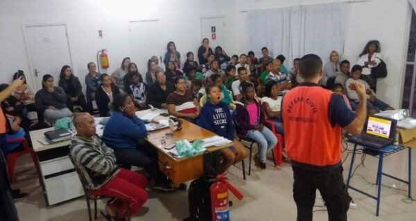 """Projeto """"Comunidades Preparadas"""" tem início no bairro Rua do Fogo"""