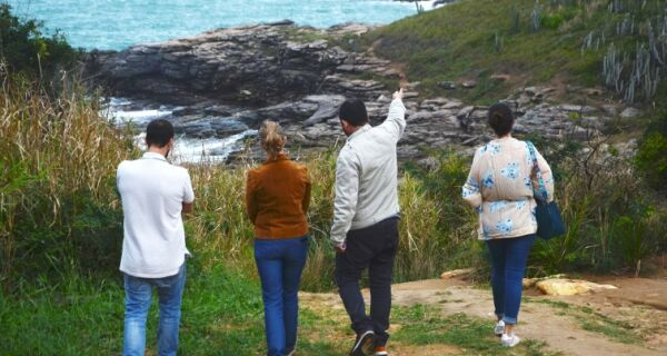 Coordenadora Nacional do Programa Azul realiza visita técnica as praias de Búzios