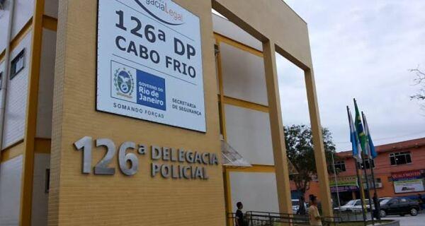 Homem é preso depois de roubar celular e ser detido por populares em Cabo Frio