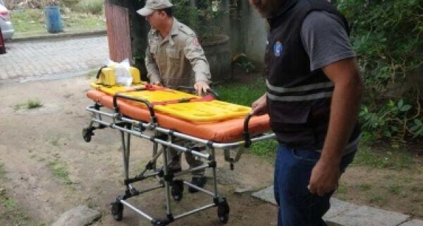 Equipe da postura de Búzios ajuda em resgate de morador do Cem Braças