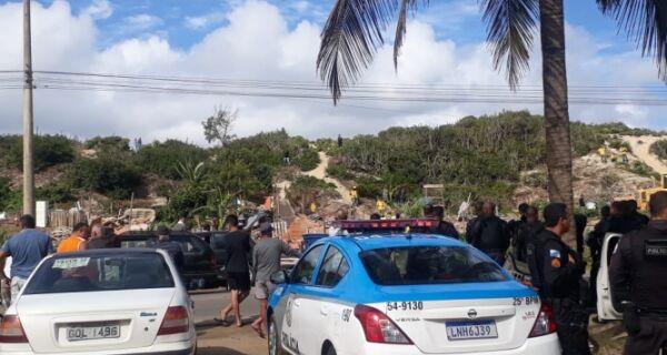 Com forte aparato policial, Inea e MP fazem demolição de casas em Figueira