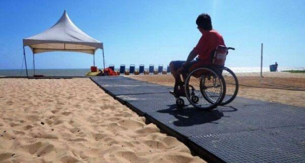 Governo pode fornecer esteiras para facilitar o deslocamento de cadeiras de rodas nas praias
