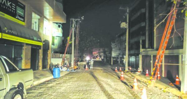 Apagão deixa treze cidades sem energia na noite desta terça (17)