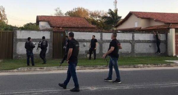 Operação contra milícia prende três em Araruama