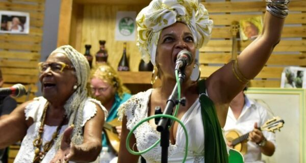 Coletivo Griot recebe a cantora e bailarina Lazir Sinval, do Jongo da Serrinha