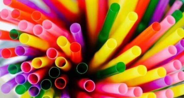 Prefeito sanciona lei que proíbe uso de canudos plásticos em Cabo Frio