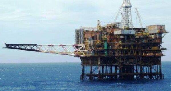 Vazamento de óleo na Bacia de Campos deixa região de sobreaviso