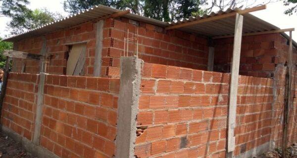 Agentes municipais interrompem aumento de construção no Parque do Mico-Leão-Dourado