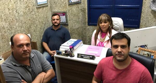 Oposição a Adriano faz primeira reunião