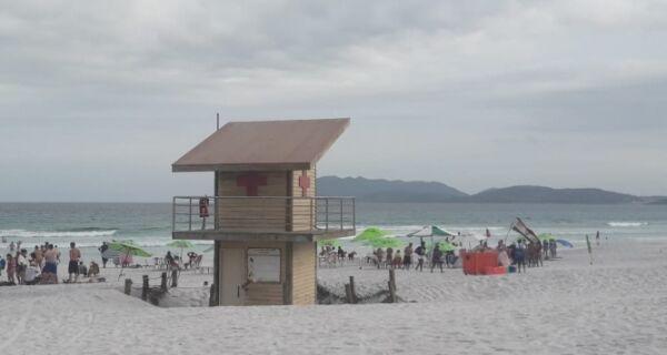Turista mineiro morre afogado na Praia do Forte
