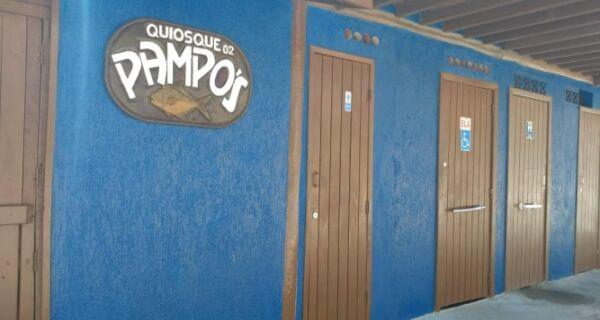 Quiosques da orla do Peró são pintados de azul