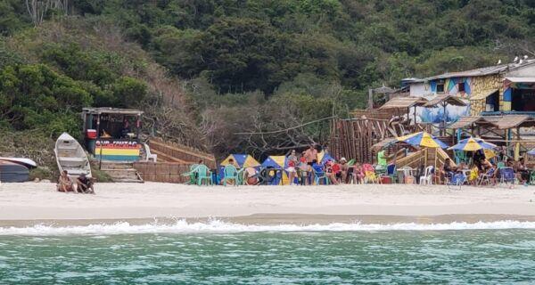 Justiça determina demolição dos quiosques da Praia do Forno