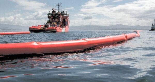 Inea e municípios da região monitoram avanço de óleo no mar