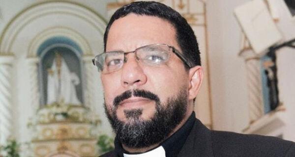 Paróquia de Arraial do Cabo anuncia saída de padre Alex Renato