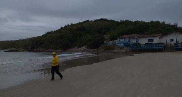 Defesa Civil diz que fragmentos achados no Peró não são compatíveis com óleo do Nordeste