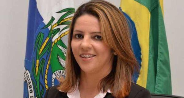 Vereadora de Araruama que teve fotos íntimas vazadas presta queixa na polícia