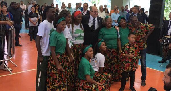Witzel anuncia R$ 35,8 milhões em investimentos durante visita à região