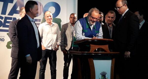 No segundo dia de visita, governador anuncia recursos para São Pedro e Iguaba