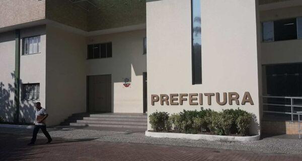 Sem salários, funcionários da Educação param a partir deste sábado em Cabo Frio