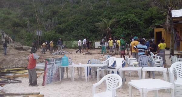 Operação para retirada dos quiosques da Praia do Forno teve início hoje (3)