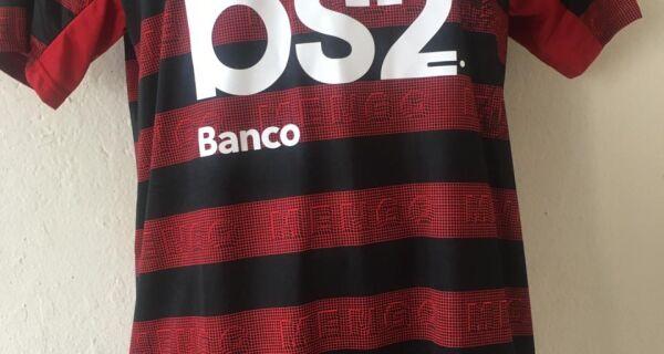 Apae de Arraial faz rifa de camisa do Flamengo autografada por campeões da Libertadores