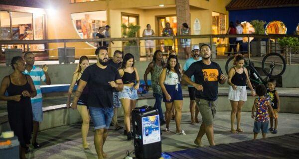 Ritmo nordestino invade a Praça da Cidadania, em Cabo Frio
