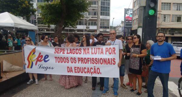 Governo descumpre calendário e não paga efetivos da Educação, em Cabo Frio