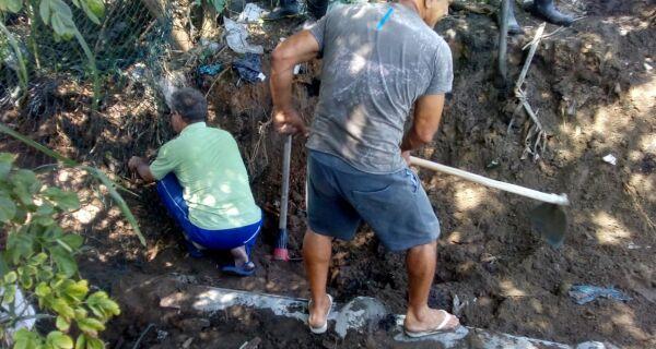 Moradores da Vila do Sol fazem mutirão contra enchentes