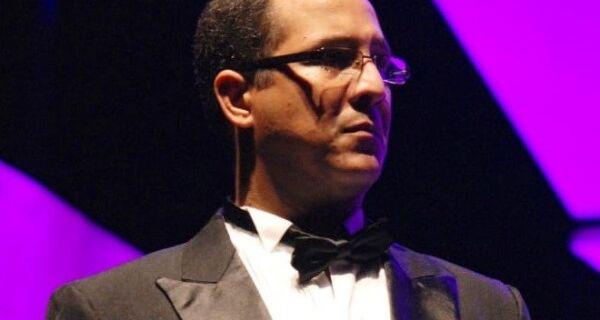 Série Jovens Pianistas terá participação do tenor André Figueiredo