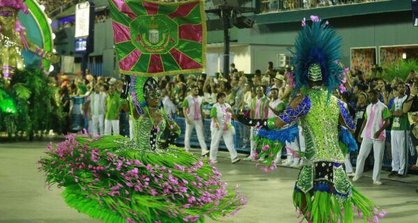 Na festa dos 30 anos, Folha volta à Sapucaí