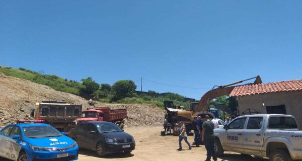 Secretaria do Meio Ambiente flagra extração irregular de minério em Cabo Frio