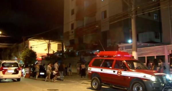 Mulher tenta fugir de quarentena e cai do primeiro andar de prédio