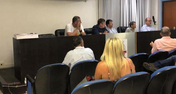 Prefeito Adriano Moreno pede 24 horas para avaliar sobre pedido de reabertura de comércio