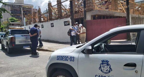 Obras particulares em Cabo Frio são paralisadas e fiscais promovem trabalho de conscientização