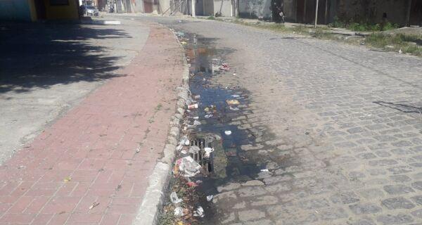 No Manoel Corrêa, moradores reclamam  de esgoto a céu aberto e alagamentos