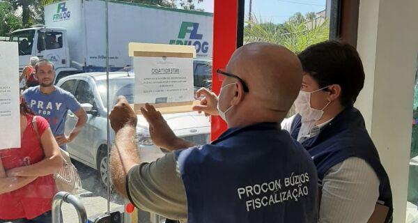 Por conta de aglomeração, agências bancárias são interditadas pelo Procon em Búzios