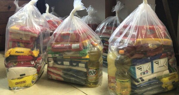 'Juntos por Búzios' reúne pessoas para garantir a alimentação dos mais necessitados durante a quarentena
