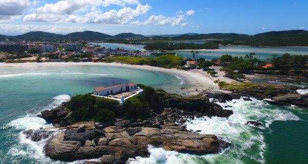 Prefeitura de Cabo Frio planeja reorganização da Praia do Forte para o pós-pandemia