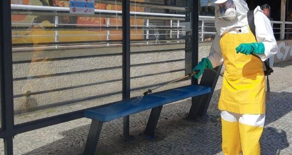 Praça de Cabo Frio e adjacências recebem trabalho de desinfecção nesta quarta