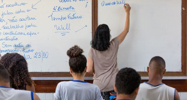 Famílias de alunos da rede estadual de Educação receberão vale de R$ 100