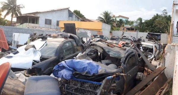Ferro velho abandonado em São Pedro da Aldeia é alvo de reclamação dos moradores