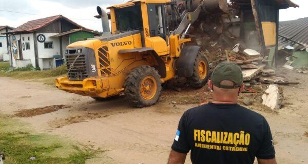 """""""Demolições foram ilegais e arbitrárias"""", afirma advogado de quiosqueiros da Praia das Conchas"""
